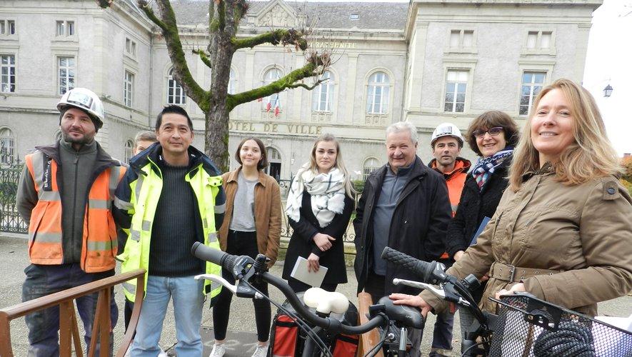 On peut stationner son vélo devant la mairie.