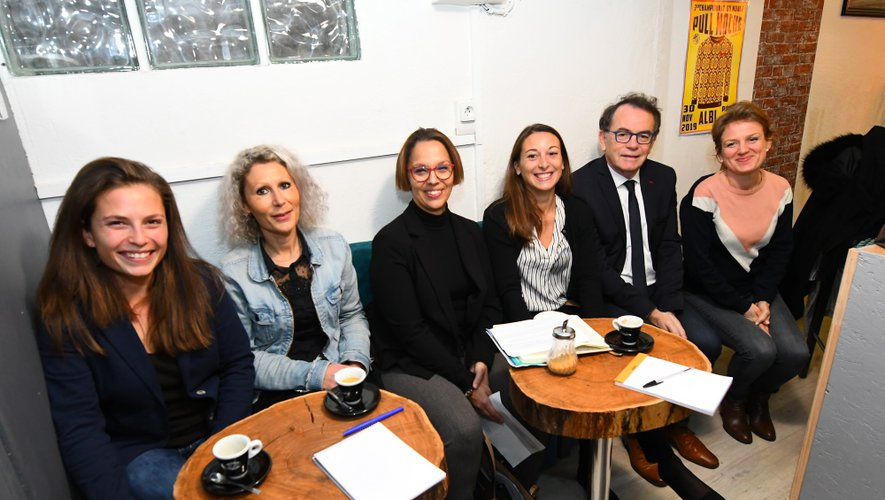 Hélène Clémençat, Mathilde Faux, Nadia Abbou, Céline Alauzet, Christian Teyssèdre et Sarah Vidal.