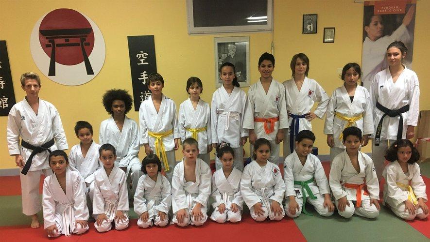Une partie des jeunes de l'école de karaté.