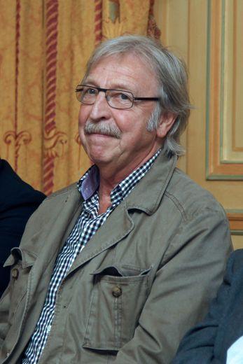 Le chanteur suisse Henri Dès hospitalisé, sa tournée à Paris annulée