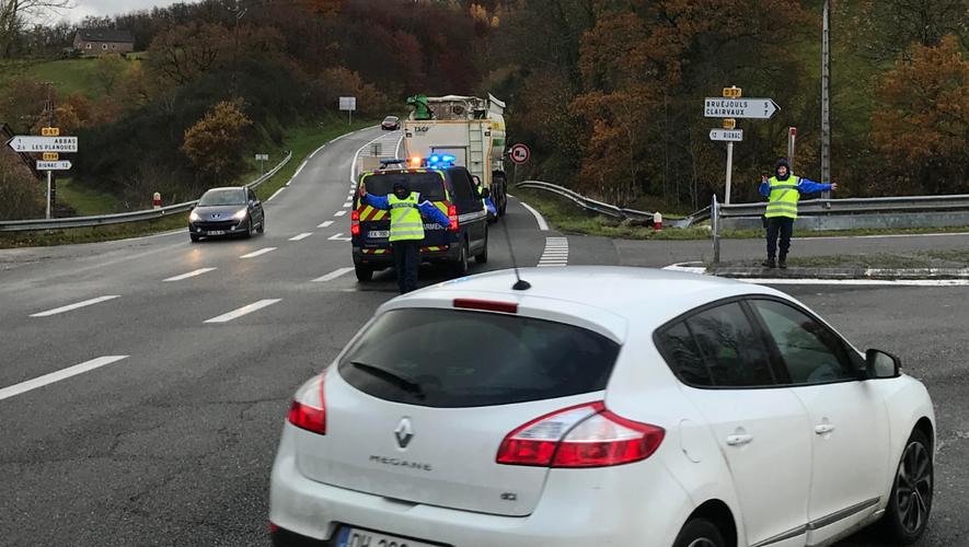 Des déviations avaient été mises en place dès 8 heures ce matin, la route étant coupée dans les deux sens au niveau de la commune de Mayran, au lieu-dit le Trentoul.