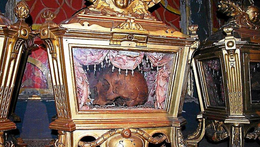 La châsse reliquaire du crâne de saint Naamas, diacre de saint Amans.