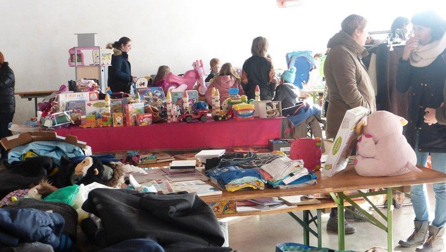 beaucoup d'enfants ont trouvé leur bonheur dans les divers étalages.