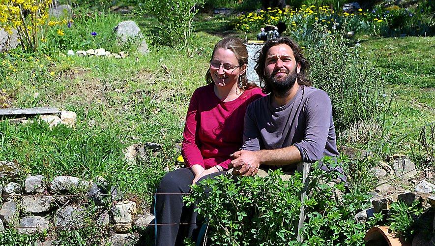 Séverine et Charles Pioffet cultiventdes plantes aromatiques et médicinales depuis une quinzaine d'années.