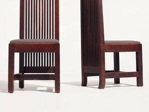 Deux lots de chaises dessinées par l'architecte Frank Lloyd Wright pour la maison Ward W Willits seront vendues aux enchères par Christie's en décembre.
