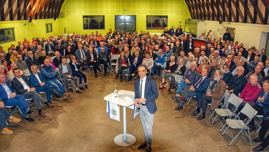 Arnaud Viala, au centre, lors de la présentation de « La Droite Nouvelle », à Pont-de-Salars, vendredi dernier.