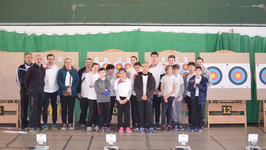Les archers viviezois ont organisé leur compétition au gymnase de Decazeville.