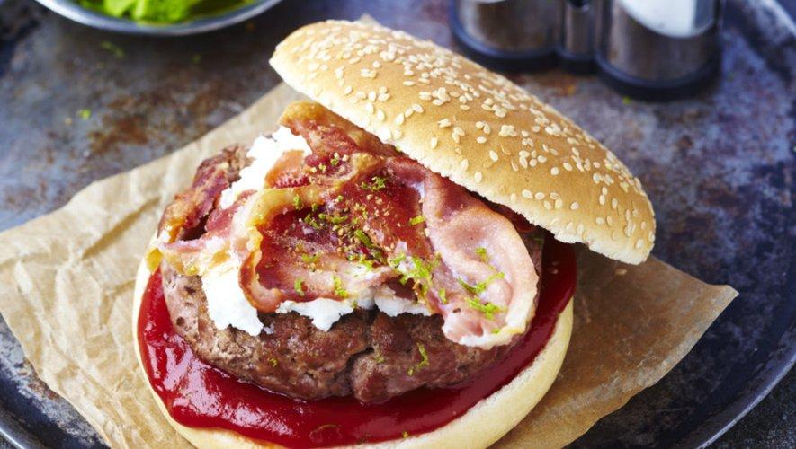 Burgers d'agneau bio au chèvre et au bacon