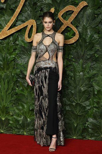Kaia Gerber a fait sensation aux Fashion Awards 2018 portant une création Alexander McQueen.