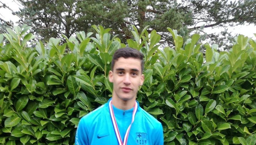 Yanis, champion au cross scolaire du conseil départemental
