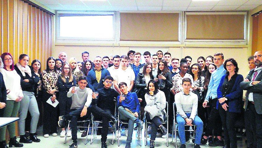 Lycéens et étudiantsavec les professionnelsdu secteur tertiaire