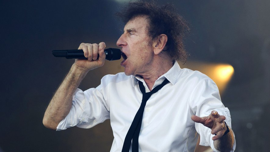 """Les fans de chanson française pourront se délecter de la mélancolie d'Alain Souchon, de retour avec """"Ame Fifties"""", son premier album depuis onze ans"""