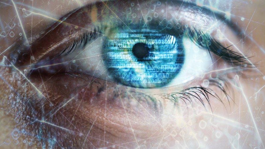 Des implants posés sous la rétine pourraient aider les patients atteints de dégénérescence maculaire liée à l'âge (DMLA), maladie oculaire qui représente la première cause de cécité chez les plus de 50 ans.
