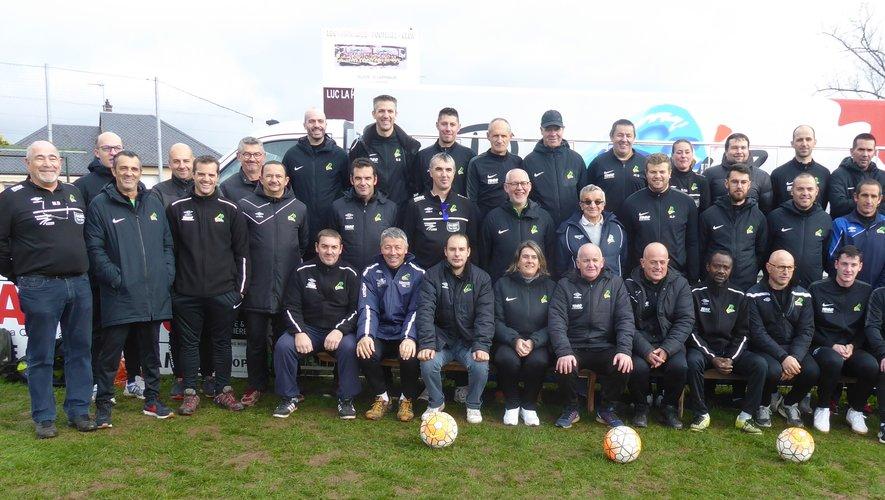 Les éducateurs et dirigeants de l'école de foot de Luc Primaube football club.