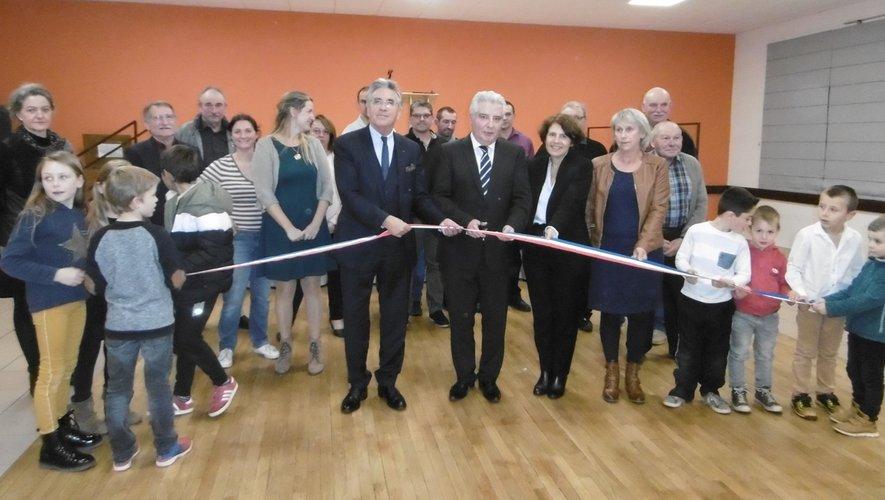 Le maire a coupé le ruban tricolore pour inaugurer les derniers travaux réalisés sur la commune.