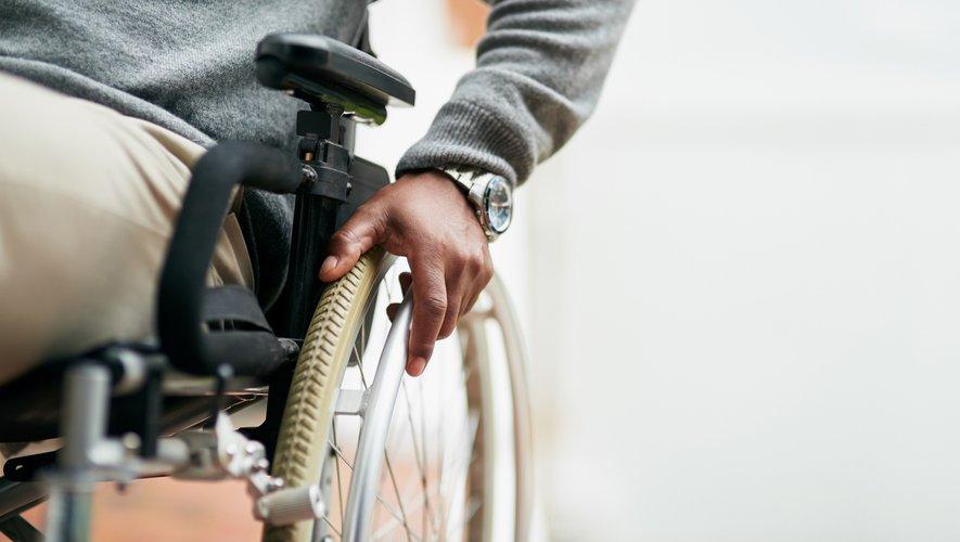 """Les signataires - dont notamment TF1, France Télévisions, M6, Radio France, les groupe Canal+, NRJ et NextRadio - s'emploieront à """"donner la parole aux personnes handicapées pour parler d'autres sujets que le handicap""""."""