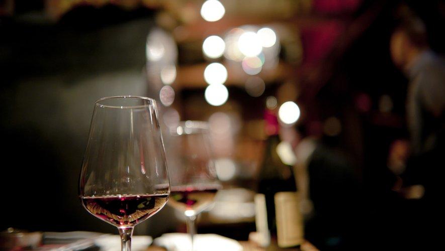 80% de Français commandent du vin, que ce soit au bistrot, dans un restaurant gastronomique ou une chaîne de restaurant.