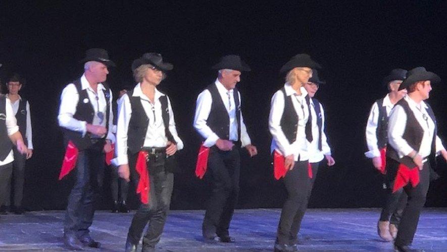 Visuel, entrainant, festif, vive la  jolie danse country!!