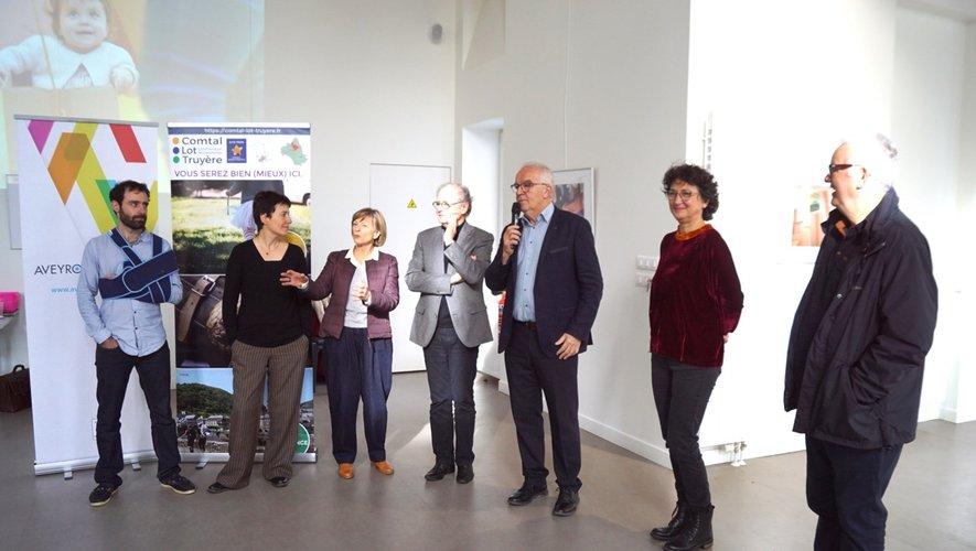 Les élus et les acteurs présentent la rétrospective d'art Family.