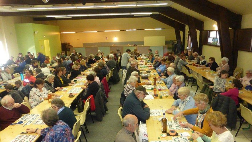 De nombreux amateurs de loto étaient présents dans la salle.