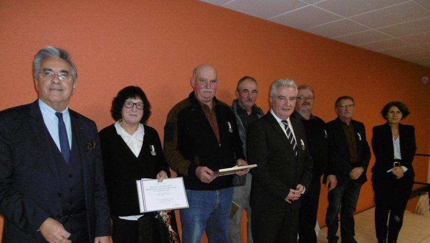 Les six récipiendaires aux côtés de Jean-François Gaillard et Michèle Lugrand.