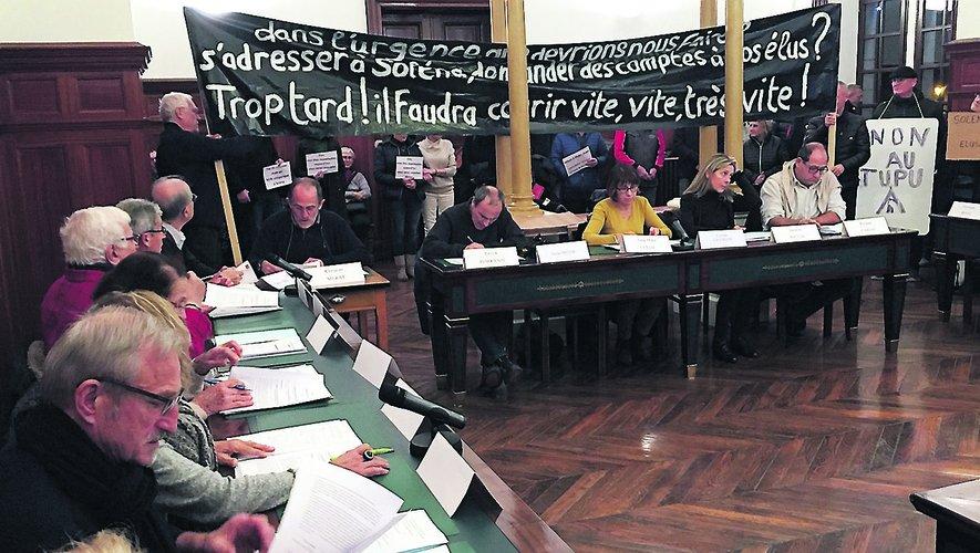 Un conseil municipal placé sous surveillance des opposants au projet Solena.