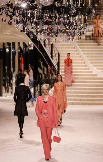 L'or, le noir et le blanc s'imposent comme les couleurs phare de la collection, mais Virginie Viard propose également une multitude de nuances de rose. Paris, le 4 décembre 2019.