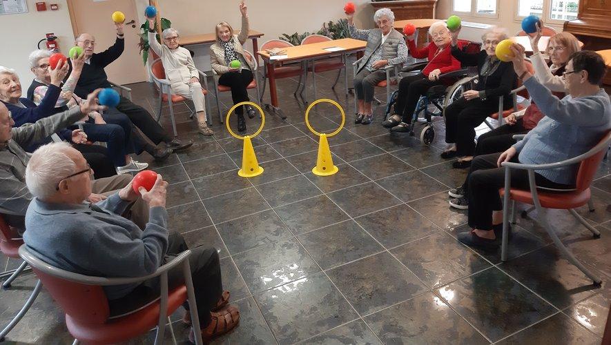 Des exercices sont proposés chaque semaine aux anciens.