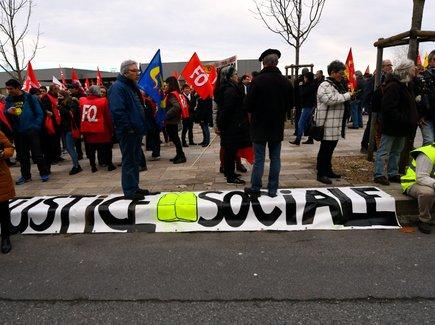 Entre 6 000 et 8 000 personnes dans les rues de Rodez ce jeudi après-midi, contre la réforme des retraites.