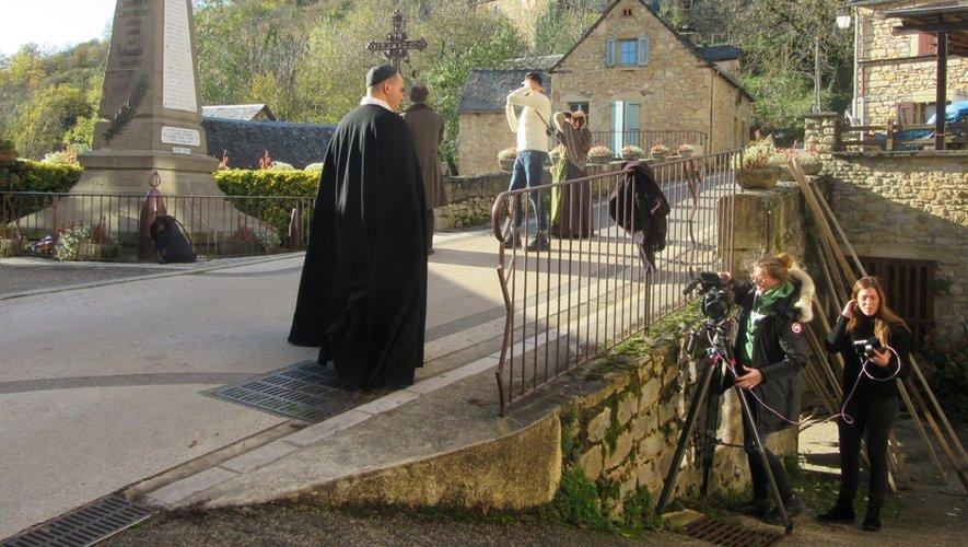 Des scènes ont été tournée près du cimetière et sur la place du village.