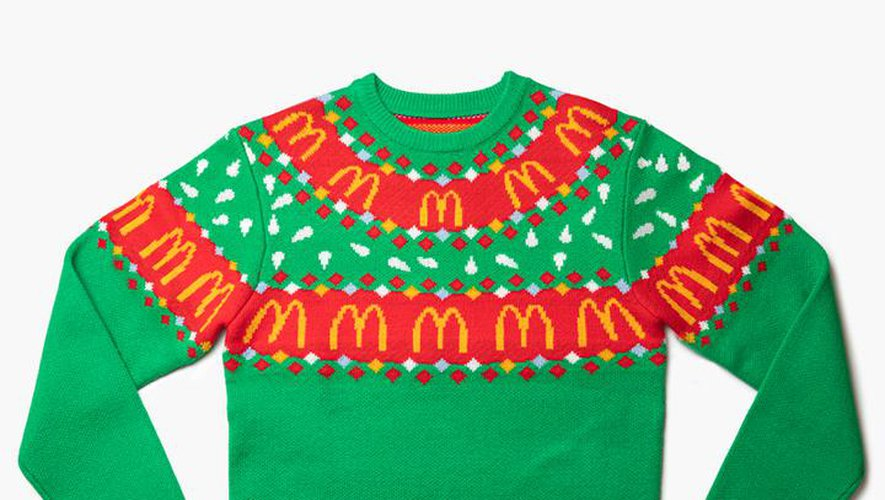 Le pull de Noël McDonald's est disponible en ligne sur l'e-shop Goldenarchesunlimited.com.