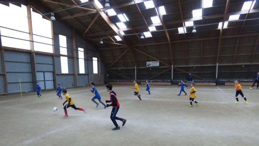 le footballeurs en herbe évoluant sous le quillodrome