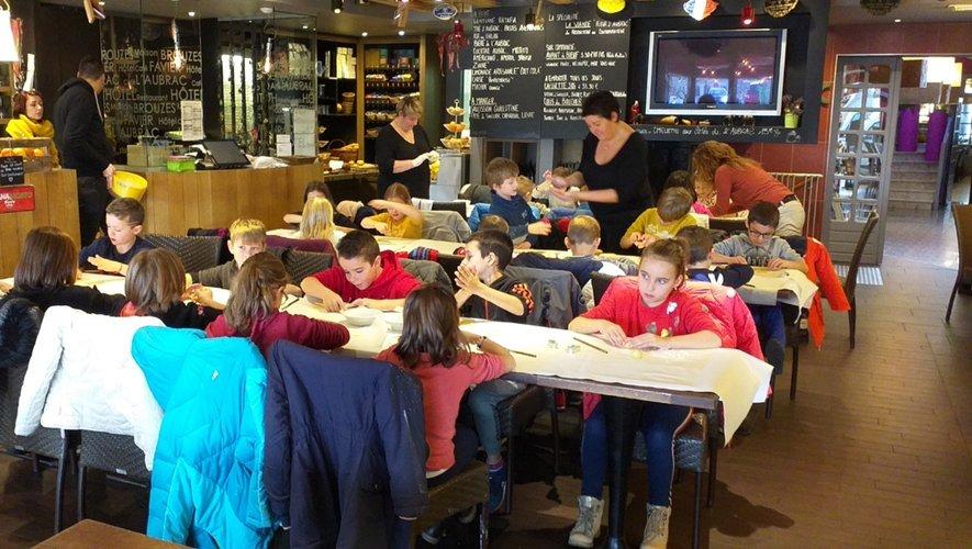 Les élèves au restaurant l'Aubrac.
