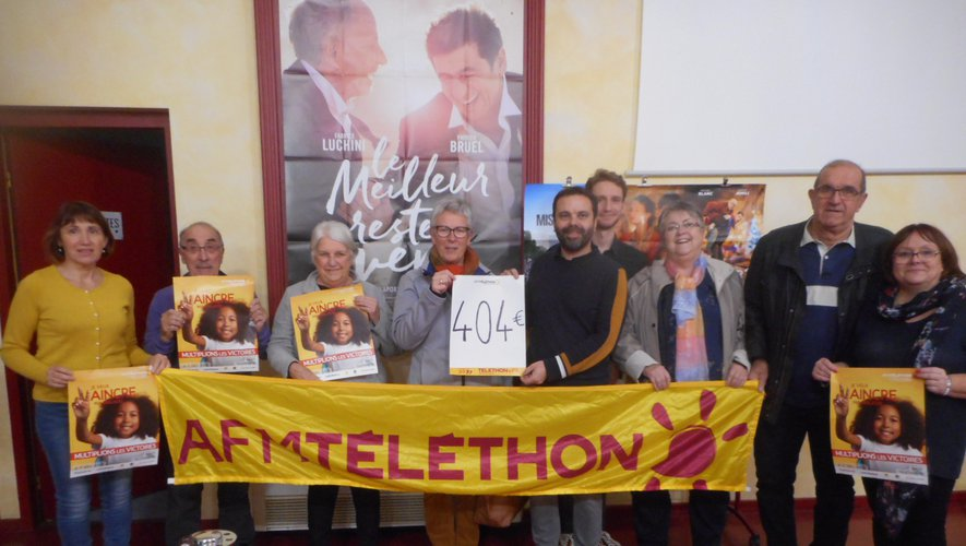 Vente d'affiches à la Strada :  404 € recueillis pour le Téléthon