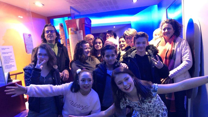 Les jeunes de l'Oustal MECS à la projection en avant-première de leur nouveau court-métrage au cinéma Vox.