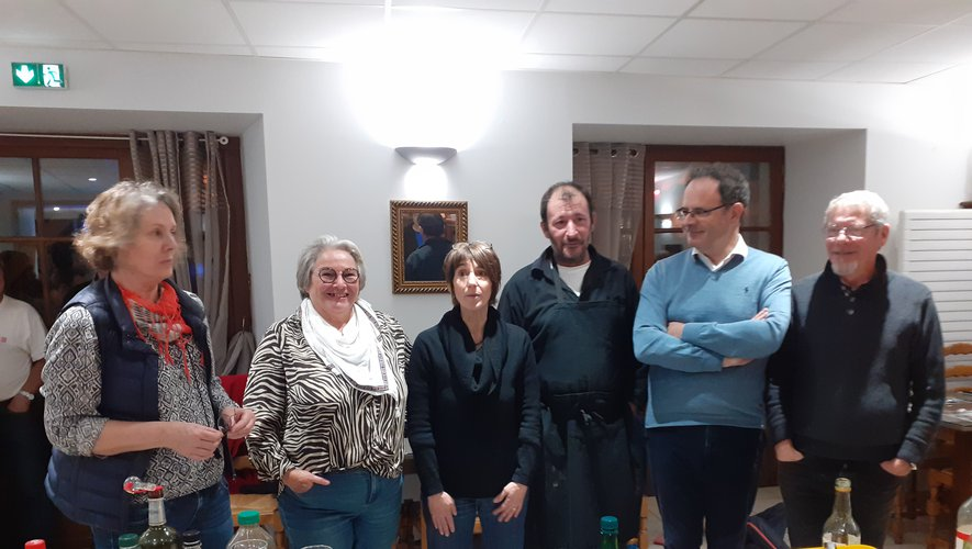 Chantal et Christophe Huc (au centre sur la photo), en présence de Madame  le Maire (à gauche) ; d'Alain Marc, sénateur et de Martine et Gérard Desponds.