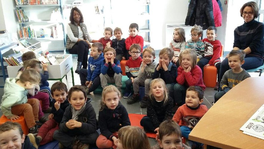 Les élèves attentifs à la lecture.