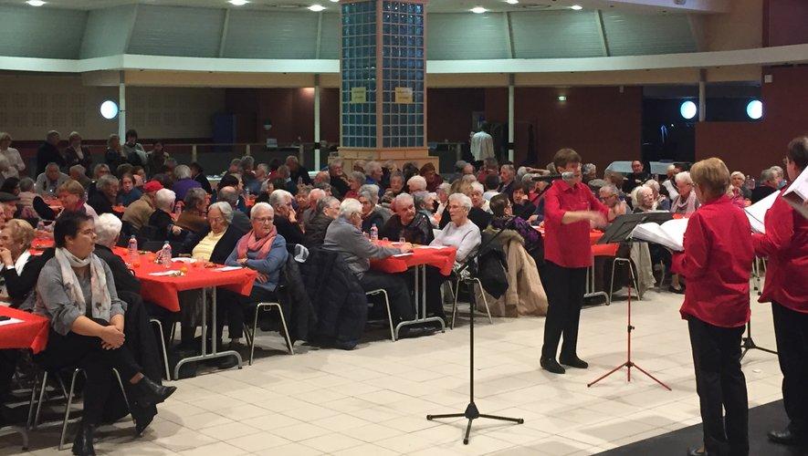 Les chanteurs de la chorale de Viviez ont interprété des chants de Noël repris en chœur par le public.
