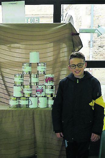 Erwan, 12 ans, 3e année de participation au Téléthon avec le stand qu'il a créé « le Chamboule tout »