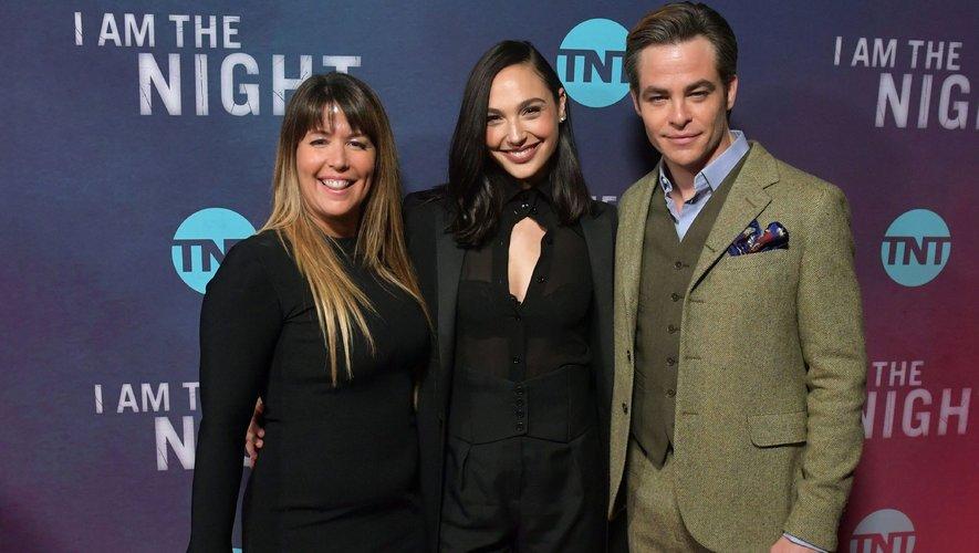 """Patty Jenkins (à gauche) a dirigé Gal Gadot (centre) et Chris Pine dans les deux opus de la saga """"Wonder Woman""""."""