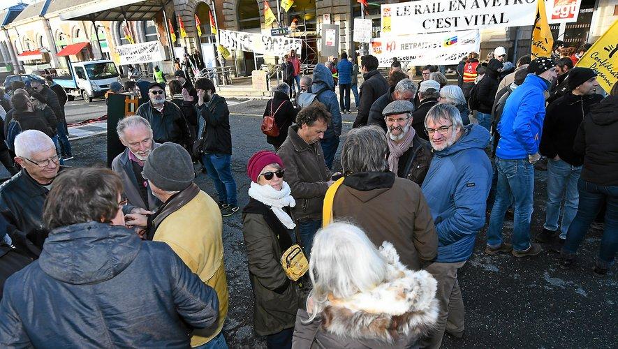L'intersyndicale s'est montrée satisfaite de la mobilisation d'hier à Rodez, devant la gare.