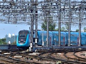 """La SNCF affiche les TGV et Intercités dont la circulation sera """"garantie"""" jusqu'à dimanche malgré la grève des cheminots contre la réforme des retraites, sur le site oui.sncf et sur son application."""