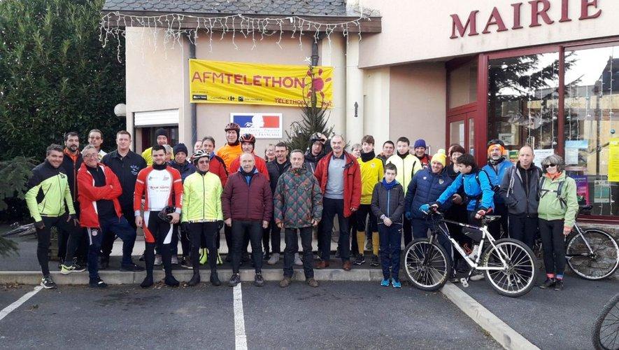 Départ des cyclistes malgréles mauvaises conditions météo.
