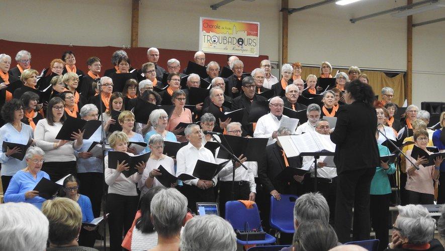 Une nouvelle prestation en duo pour la chorale locale l'Écho des Dolines