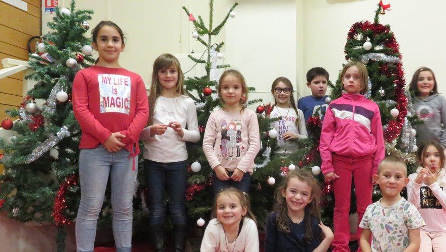 Les enfants ont décoré les sapins