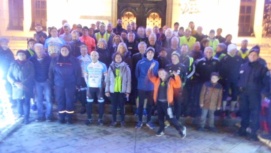Au départ des joggeurs devant la mairie de Decazeville.
