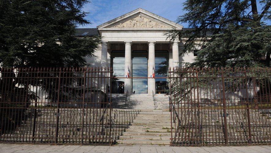 Le tribunal de Rodez a condamné le septuagénaire à six mois de prison avec sursis.