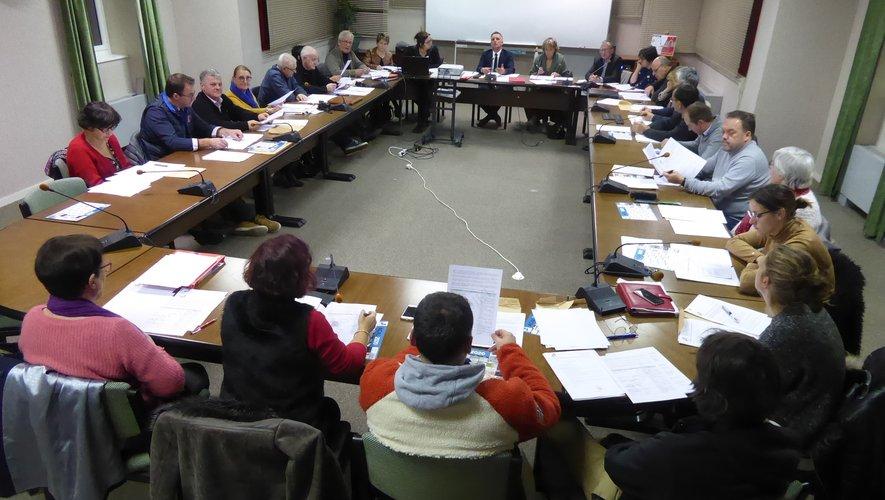 Les élus participantà la dernière séance publique du conseil municipal.
