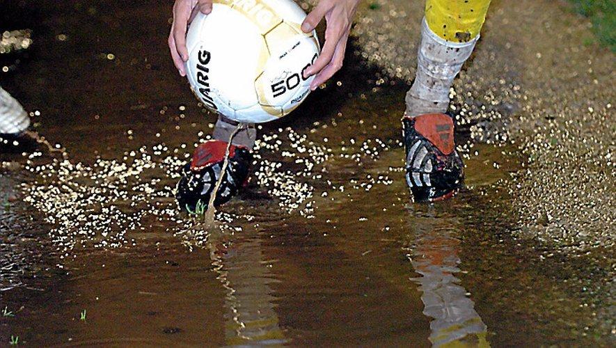 Pas de matches au niveau départemental, ce week-end, en raison de la pluie.