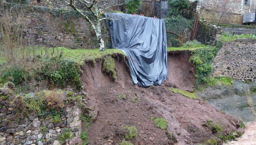 D'importants travaux seront nécessaires pour évacuer la terre etreconstruire le mur.
